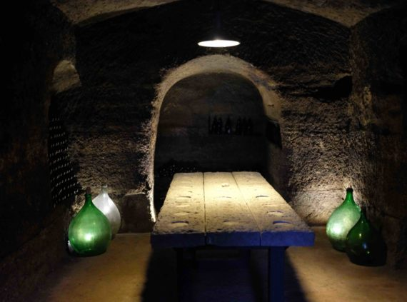 Ancient wine cellar tour in Umbria and Tuscany